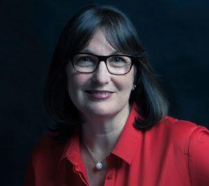 Lynne Headshot